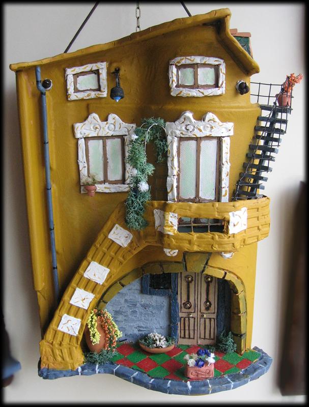 Tegola in rilievo, doppia, con arco e scalinata