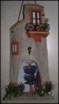 Tegola in Rilievo, facciata rustica, con arco e sfondo dipinto a mano con mare e barca