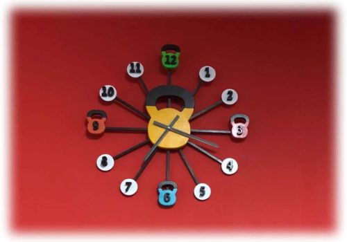 Orologio in legno, forma di Kettlebel