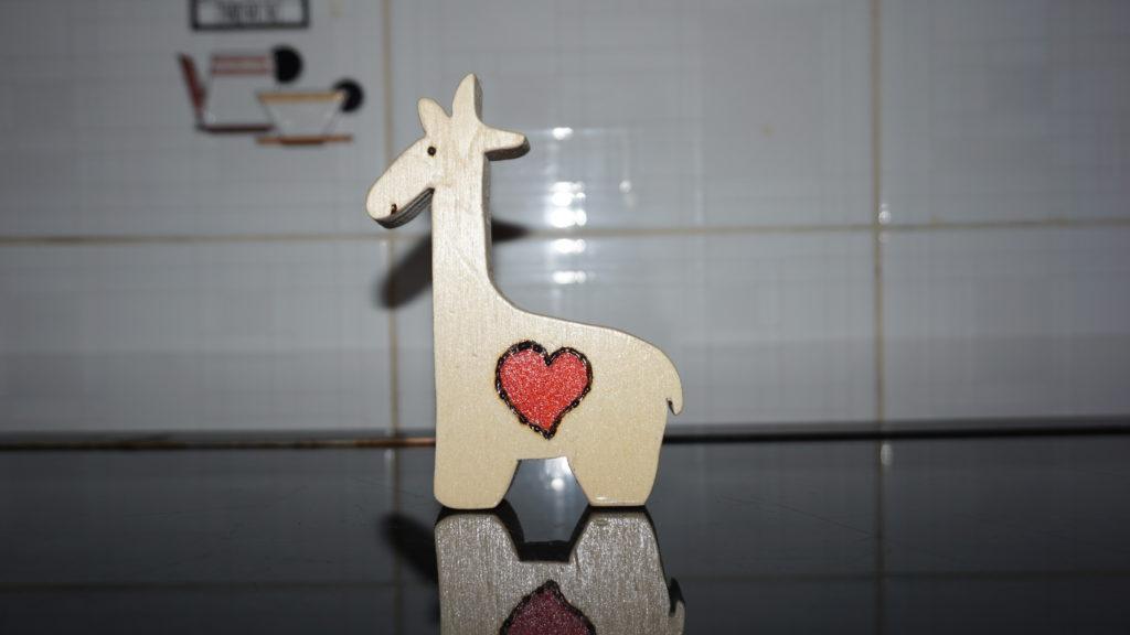 Giraffa in legno con traforo