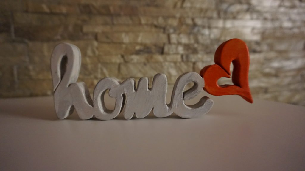 Scritta Home con Cuore in legno.