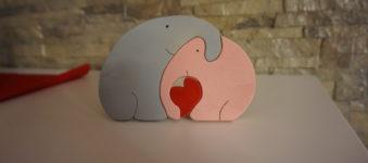 Elefanti innamorati incastro, in legno. Realizzati al traforo.