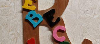 Scritta in legno personalizzata, REBECCA, lavorazione al traforo.