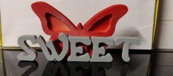 Scritta in legno SWEET, personalizzata con Farfalla, realizzata la traforo.