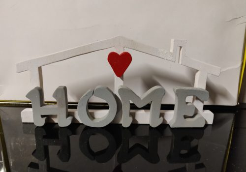 Scritta home in legno personalizzata, realizzata al traforo