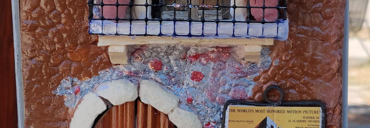Quadro in Rilievo in Ceramica.Facciata Rustica con Locandina Film