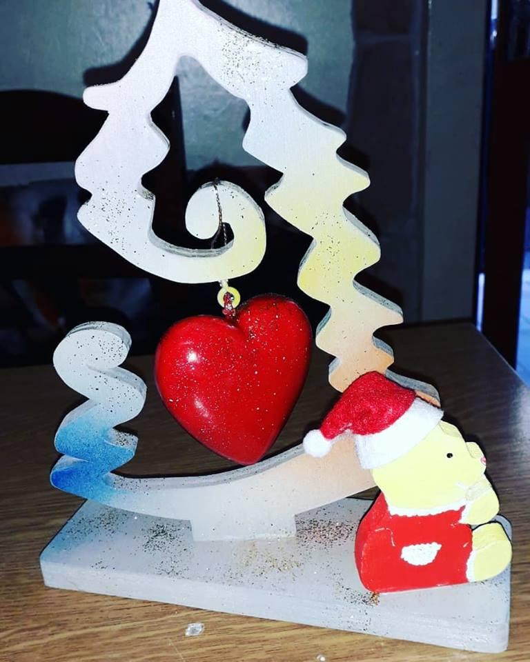 Albero di Natale con Cuore Stilizzato in Legno