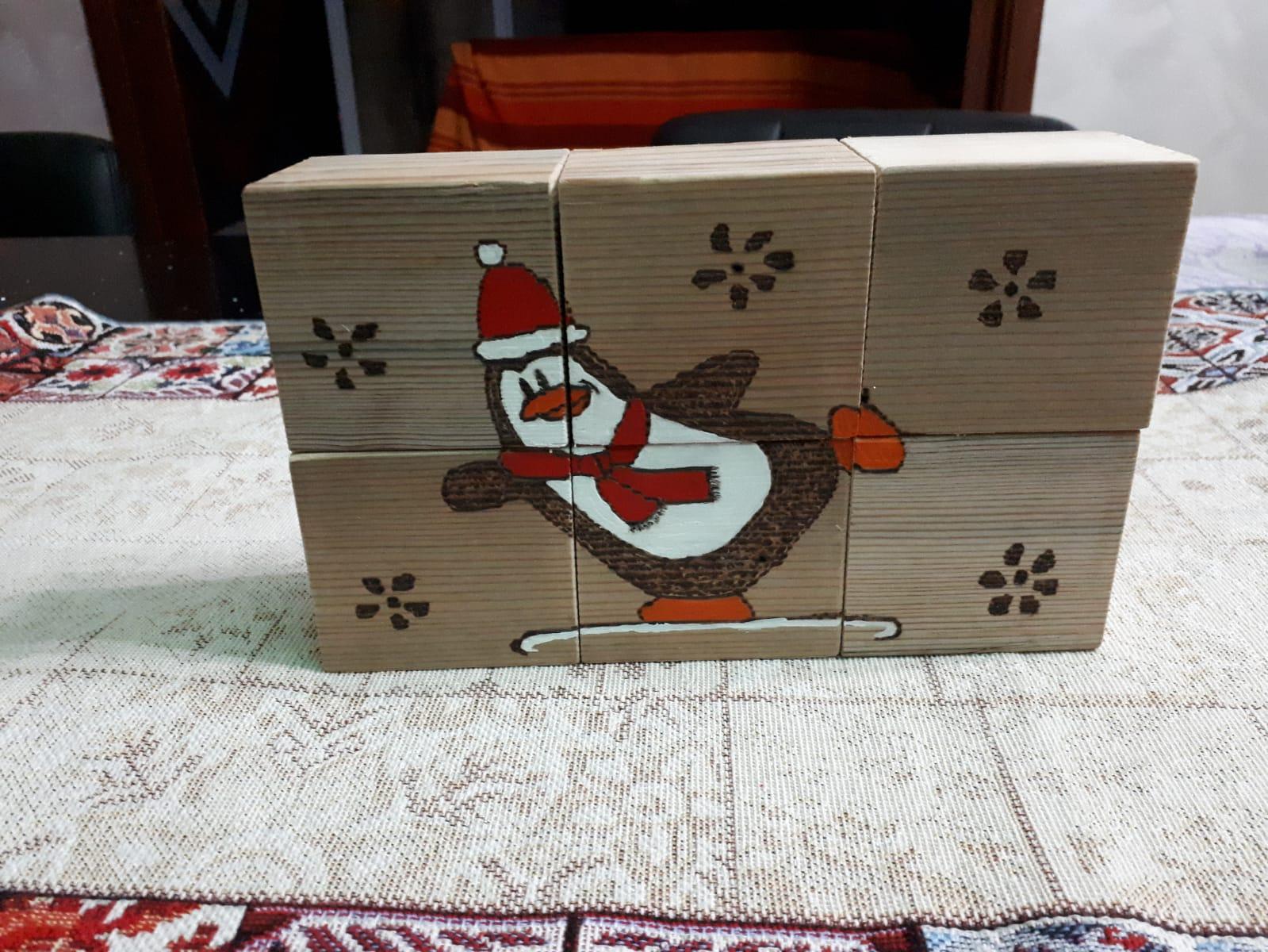 Multi blocco in legno raffigurante un Pinguino Natalizio