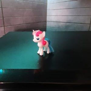 unicorno in plastica