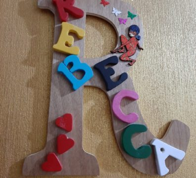 scritta in legno