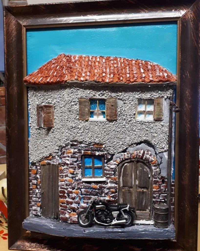 quadro in rilievo, con motocicletta