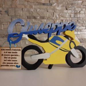 moto in legno con scritta personalizzata